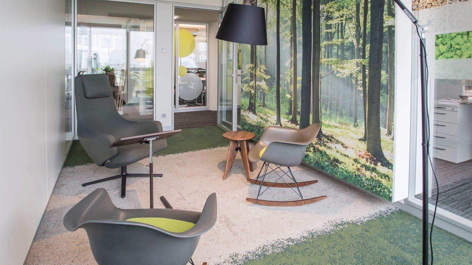 """Der """"Wald"""" als Raum für konzentriertes Arbeiten, zur Entspannung oder kurze Besprechungen"""