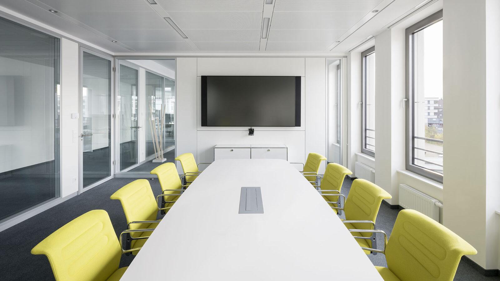 Besprechungs- und Konferenzraum für Videokonferenzen und Zoom-Calls